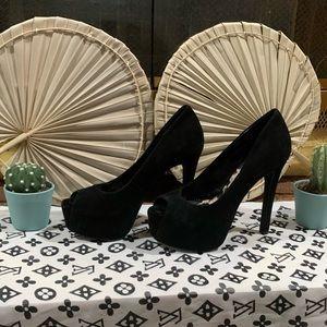 Jessica Simpson High Heel 🖤😍